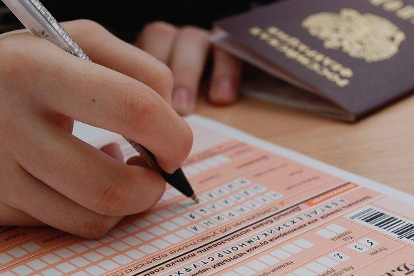 Потерявший паспорт выпускник сможет сдать ЕГЭ, если его узнает завуч