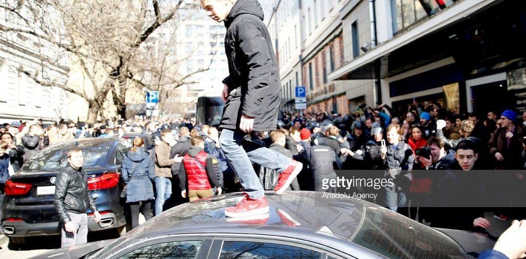 Подростки на митингах. Что происходит