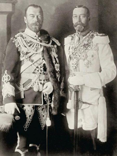 Георг V (справа) и Николай ІІ (слева), 1913 год