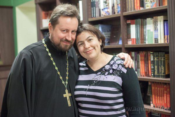 Отец Александр с женой. Фото: aquaviva.ru