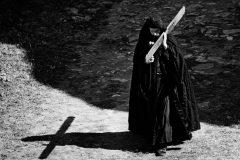 Нам тяжело нести свой крест? Почему же мы отвергаем помощь?