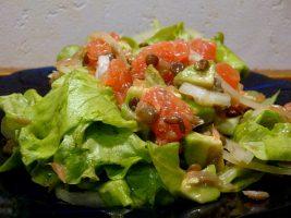 salat-s-chechevicej-avokado-i-grepfrutom