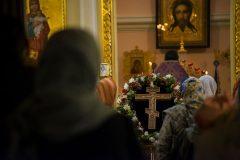 «Выносится крест, чтобы нам сказать: перестаньте ныть!»