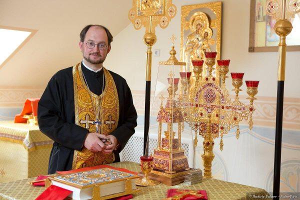 Александр Ткаченко: Люди не прощают священнику формализм