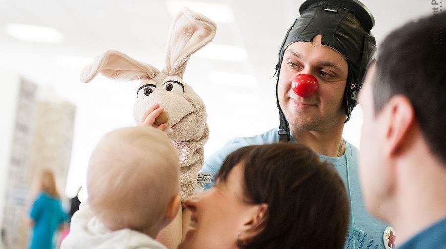 Больничный клоун: Мы видим родительские слезы, но я не встречал горюющих детей