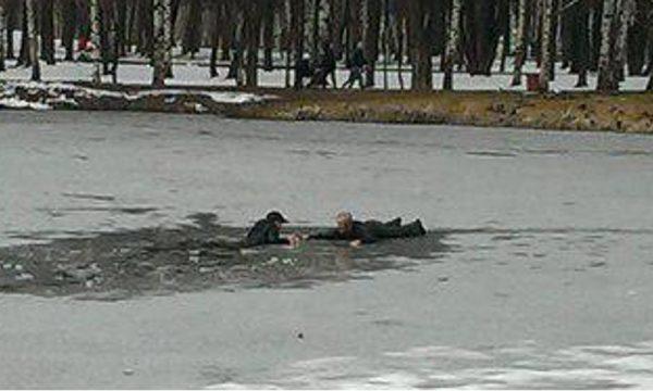 Прохожий спас провалившегося под лед мальчика в Ярославле