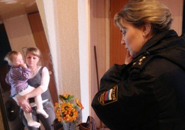 Около 7,5 тысяч детей изъяли из российских семей в прошлом году