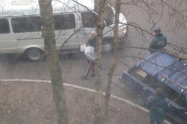 В жилом доме в Петербурге обезвредили бомбу