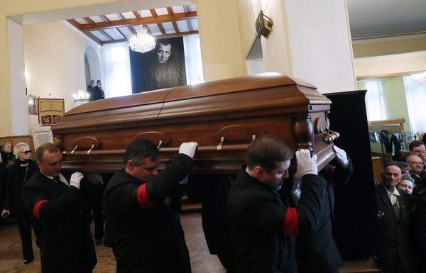 Евгений Евтушенко похоронен в Переделкине