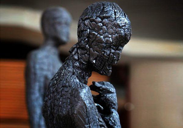 Скульптор Aron Demetz