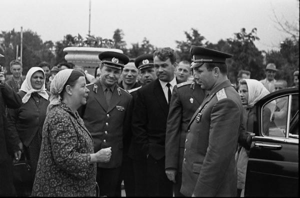 О том, видел ли Гагарин в космосе Бога, его часто спрашивали школьники и пожилые люди