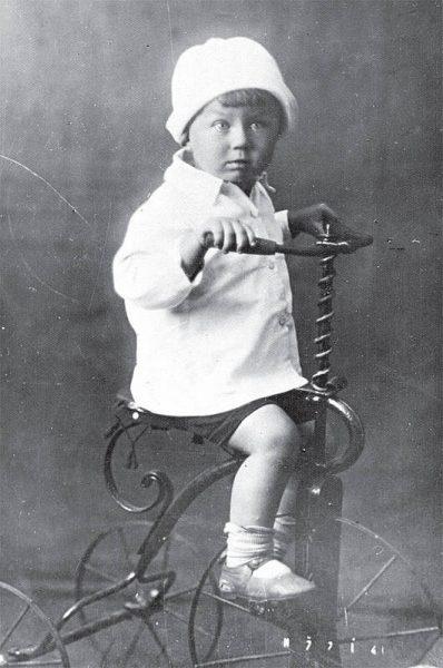 Евгений Евтушенко в детстве