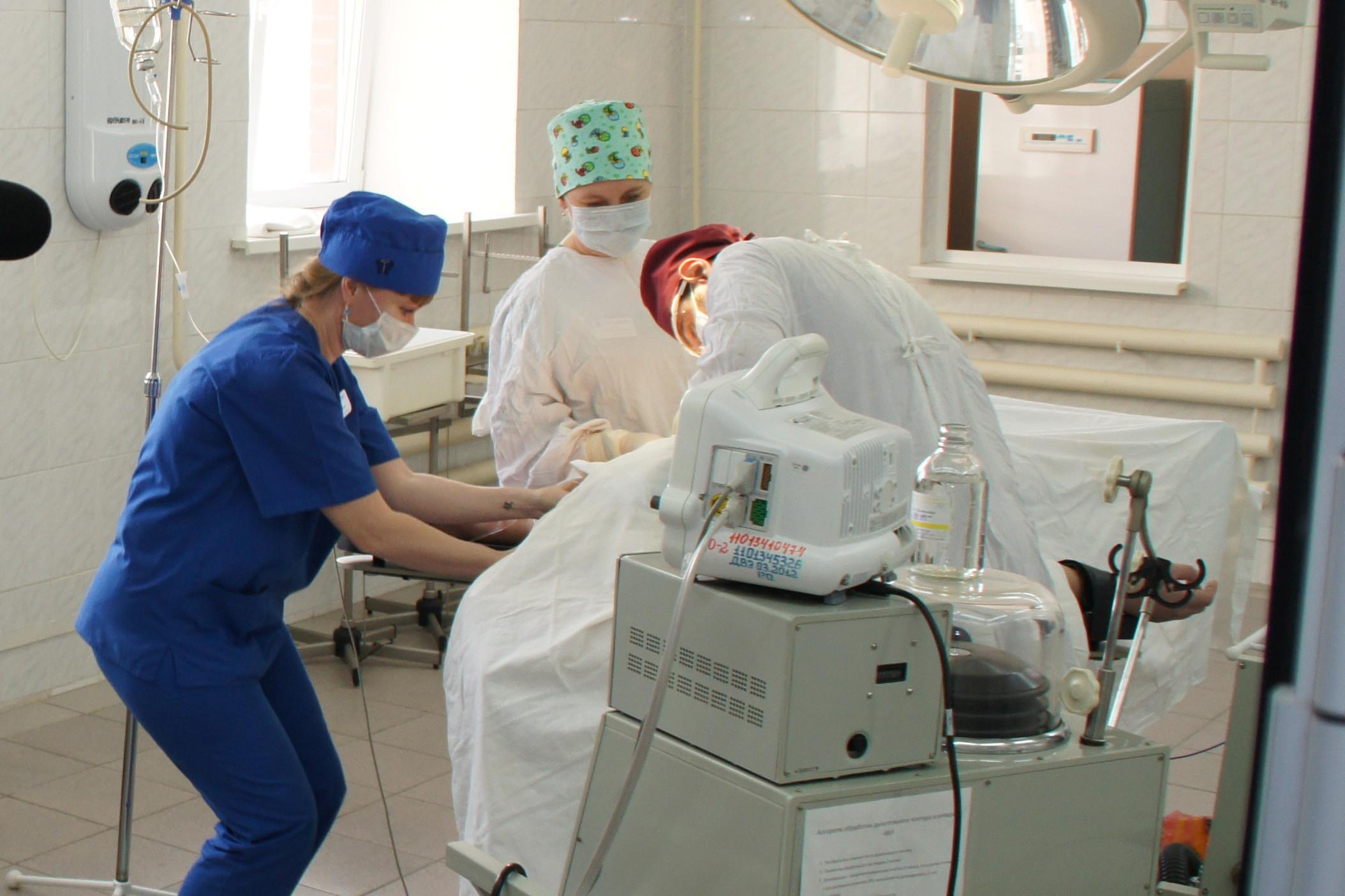 Девочку обследовал гинеколог и от имел видео фото 700-485
