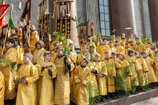 Детский крестный ход из3 тыс. участников пройдет вокруг Исаакия ввоскресенье