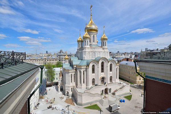 Патриарх Кирилл освятил храм Новомучеников Российских в Сретенском монастыре