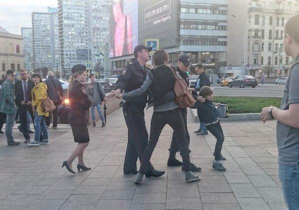Детский омбудсмен пообещала разобраться с задержанием ребенка в центре Москвы