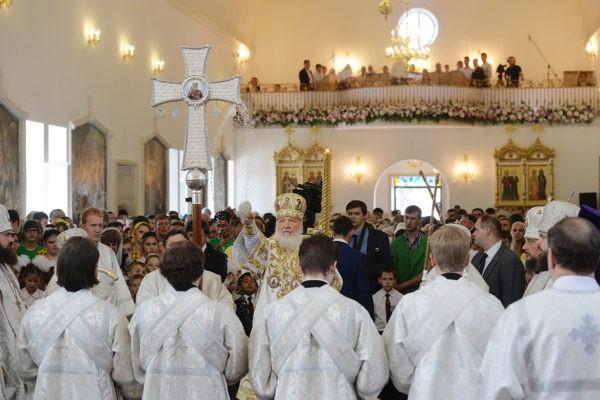 Патриарх Кирилл освятил Воскресенский кафедральный собор в Бишкеке
