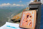 Церковь чтит память Моздокской иконы Божьей Матери, защищающей от междоусобиц