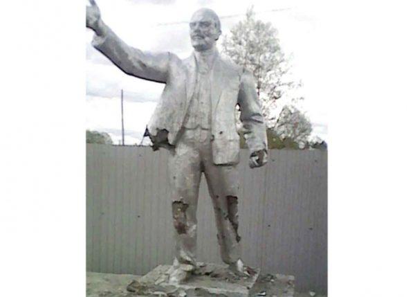 Амурские школьники разбили памятник Ленину из-за несогласия с его политикой