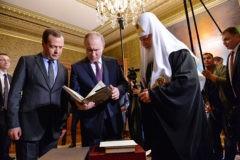 Владимир Путин и Дмитрий Медведев поздравили Патриарха Кирилла с днем тезоименитства (видео)