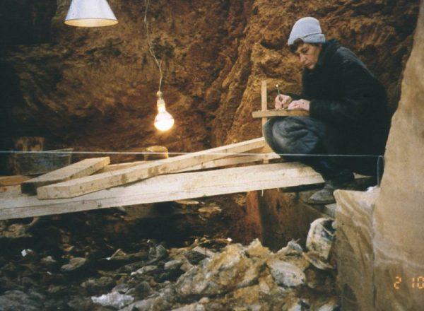 Раскопки погребального рва, 1997 г.