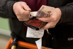 Реальные расходы россиян в апреле оказались самыми низкими за пять лет