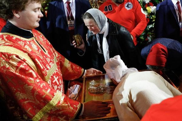 Поклонение мощам Николая Чудотворца в Храме Христа Спасителя 21 мая. Фото: «Правмир»