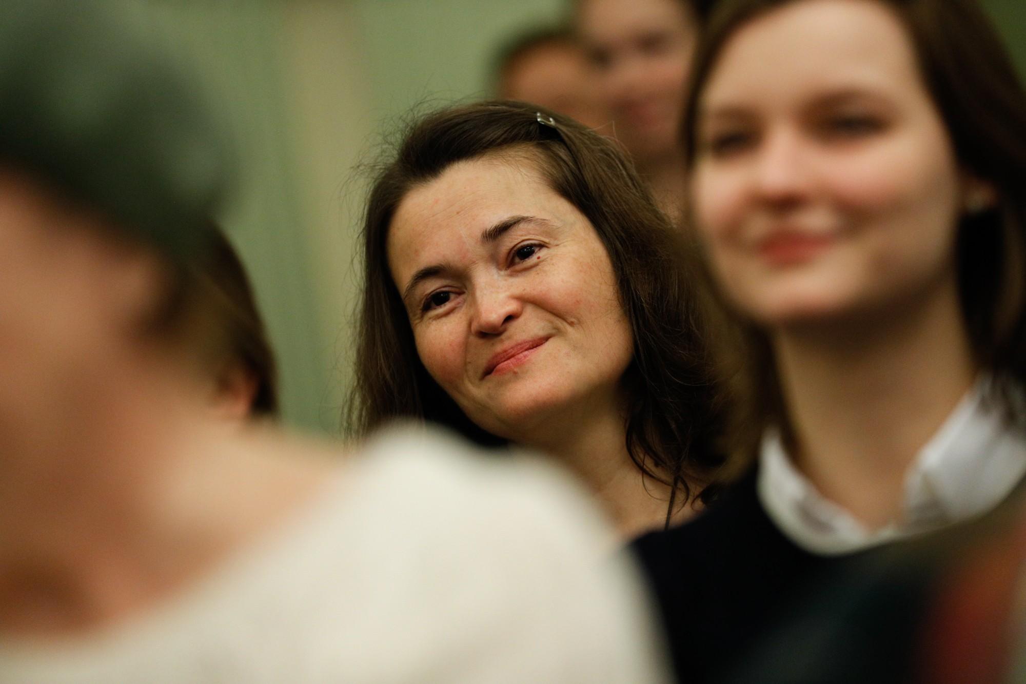 devushek-devushki-silno-zahoteli-pisat-i-poshli-v-kusti-video-lesbiyanki-sekretarshi