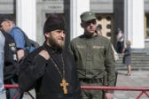 Многочасовая молитва украинцев у Верховной Рады (ФОТО)