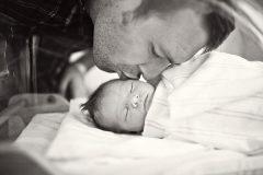 Что не дает отцам быть человечными