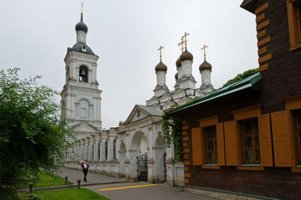 hram-svyatitelya-nikolaya-golutvine-jpgh-686669