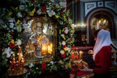 Что сказали те, кто отстоял очередь к святителю Николаю (ВИДЕО)