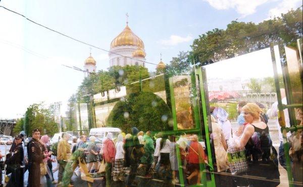 Рекордное число паломников из очереди к мощам Николая Чудотворца обратилось за медпомощью