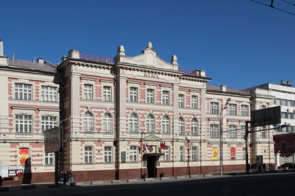 Юридическая академия в Москве восстановила памятную доску Сталину