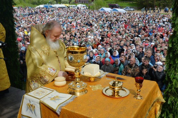 Патриарх Кирилл возглавил Великорецкий крестный ход