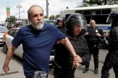Более 1300 человек задержаны на акциях протеста в Москве и Петербурге