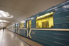 Пассажир московского метро спас женщину из-под колес поезда