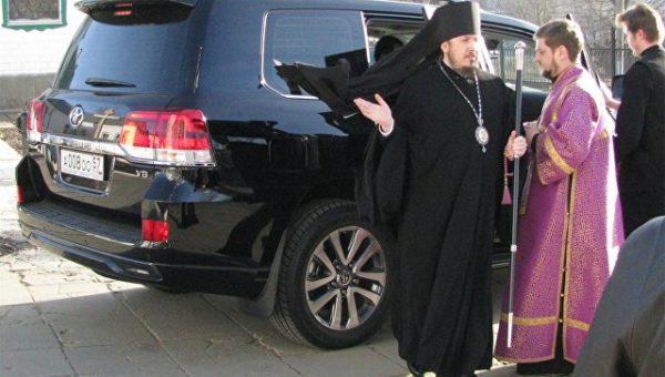Патриарх Кирилл призвал духовенство не использовать дорогие иномарки