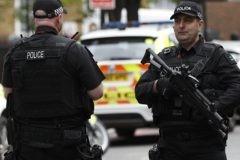 В Лондоне фургон наехал на людей, идущих с молитвы