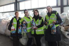 Волонтеры собрали три миллиона крышек, чтобы помочь мальчику-инвалиду