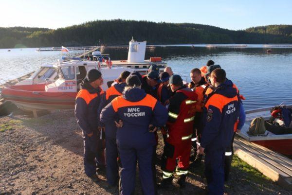 На Ладоге перевернулась лодка с подростками, три человека пропали