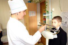 В школах и детских садах не хватает медсестер