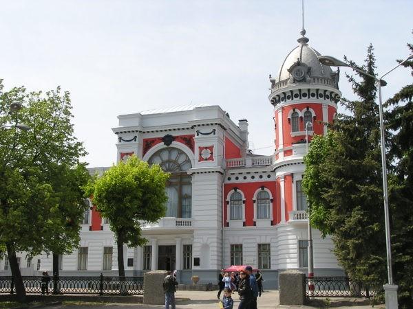 Сотрудники музея в Ульяновске всю ночь спасали картины от последствий ливня