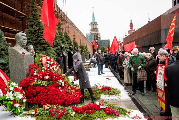 Россияне разделились почти поровну в готовности оправдать сталинские репрессии