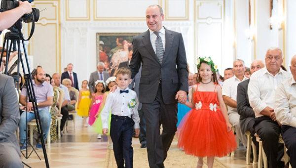 В регионах России семьи–«долгожители» получили медали