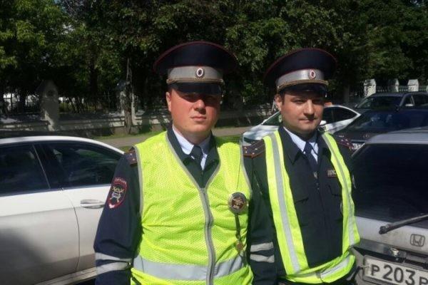 Инспекторы ГИБДД спасли мужчину из Москвы-реки (видео)