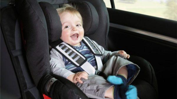 Правительство запретило оставлять в машинах дошкольников без присмотра
