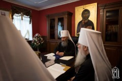 УПЦ попросила Порошенко об альтернативе биометрическим паспортам