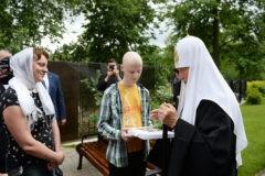 Патриарх Кирилл исполнил мечту онкобольного мальчика из Днепра