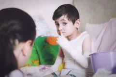 Мальчик-бабочка: история усыновления, в которую трудно поверить